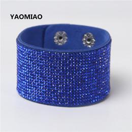 Armband leder ketten online-YAOMIAO Modeschmuck Leder Trendy Kristall Legierung Strass Breite Warp Casual Klassische Hellblau Armbänder Für Liebhaber