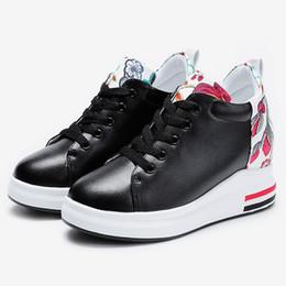 Big Size 2018 Girl Soulèvement intérieur Chaussures de course à pied Broderie de fleurs Chaussures décontractées Filles Bas épais Chaussures de sport Student Sneakers # 2 ? partir de fabricateur