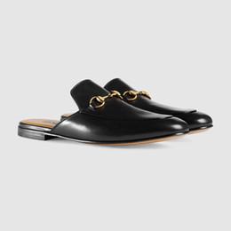 Zapato de mocasín zapato online-Zapatillas de diseño para hombres Zapatillas de cuero ligeras Horsebit Summer Beach Calzado simbólico en tonos dorado Princetown Mocasines zapatos bordados