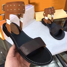 Wholesale Fasion Shoes - 2018 summer Popular high quality Ladies gladiator style flats shoes fasion woman sandals brown gold studs women's sandal Big 41