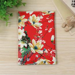 Корейский владелец паспорта онлайн-New Korean style Female passport set PU fashion Imprint flowers passport holder Plum blossom Retro printing