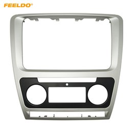 kit corola Rebajas FEELDO Silver Car Radio estéreo 2DIN Fascia Panel Refitting Frame Facia Trim Instalar Mount Kit para Skoda Octavia (10 ~ 13) Auto / Manual A / C # 3758