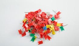 La fábrica suministra clavos de bandera roja de colores, pabellón 1000 piezas / caja desde fabricantes