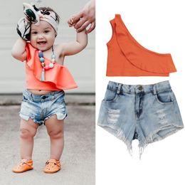 Ins moda crianças meninas do bebê fora do ombro orange Tops shorts rasgado jeans 2 pcs conjunto ruffles roupas featuring boutique de roupas de verão 2-7A supplier baby rip jeans de Fornecedores de bebê jeans rasgados