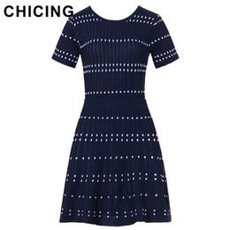 мини-юбки Скидка CHICING High Street трикотажные две части набор квадратный узор полосатый футболка и мини-юбка 2018 дамы сексуальный набор Saias A1706027