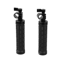 "Montaje en carril de 15mm online-CAMVATE 2 UNIDS Mango Clamp Rod Grip Handheld fr 15mm Rod Rig Rail Rail 1/4 ""Screw Shoulder Mount DSLR Rig"