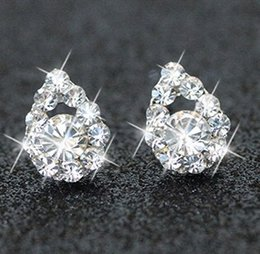 conjunto de jóias de mãos nupcial Desconto Ornamentos de jóias de noiva jóias da Coréia do Sul nova anti alérgica trevo da pérola da borboleta Moon Star Diamond Earrings barato transporte assimetria
