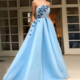 Wholesale vintage butterfly picture - Butterfly Applique Sky Light Blue Strapless A-Line Evening Dresses 2018 Newest A-Line Ruffle Prom Gown Flower Length Zipper Back
