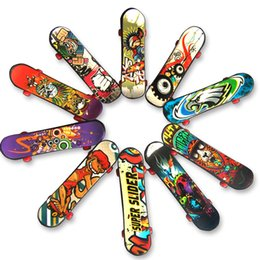 Wholesale wholesale finger skateboard - Mini Finger Skateboard 9.5CM Creative Graffiti Finger Scooter Hand Wrist Finger Exercise Toy for children C4476