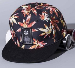 Wholesale hiphop boy snapback - 2018 New Women Personality Labeling Maple Leaf baseball cap Cotton Fashion hats Snapback Boy Hiphop Hat Baseball Cap Unisex hat