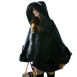 Lindo de lujo de imitación de piel de zorro de lana abrigo de invierno cálido murciélago suelta con mangas chal capa con capucha capucha capa de chal con sombrero de pelo largo desde fabricantes