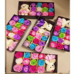 2019 lindos regalos del día de las madres 12 unids rosa flor de jabón romántico con oso lindo regalo de la muñeca para la caja de regalos del día de san valentín para regalo de boda regalo del día de la madre rebajas lindos regalos del día de las madres