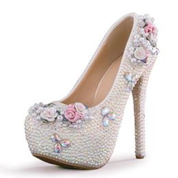 aacc81b2a69d Nouveau mode fait à la main Round toe chaussures pour femmes princesse  cristal haut talon chaussures de mariage blanc perles super parti talons  mariée ...