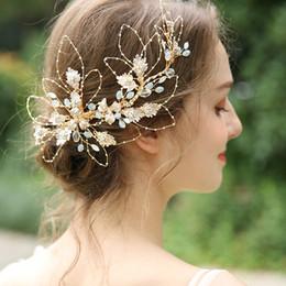 Piezas de pelo de baile online-Generous Gold Leaf Nupcial Hair Crown Clip Crystal Mujeres Wedding Prom Accesorios Pieza de Pelo joyería con cable de Mano