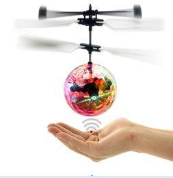 drones para crianças Desconto Mão Girador Drone Helicóptero Voando Bola Embutida Discoteca Shinning LED de Iluminação para Crianças Coloridas Presentes de Aniversário de Brinquedo Voador Frete Grátis