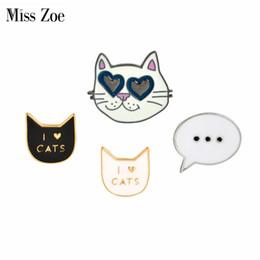 Pins de distintivo de botão on-line-Atacado-Miss Zoe Meow fresco preto branco gato óculos de sol caixa de diálogo botão de broche pinos Denim Jacket Pin emblema dos desenhos animados animais jóias presente