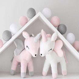 Ornamentos decoram on-line-Unicórnio De Pelúcia Boneca de Brinquedo Do Bebê Bonito Travesseiro Travesseiro Meninos Meninas Quarto Decorar Ornamentos Crianças Animais Recheado de Algodão PP Macio Popular Bowknot