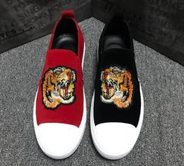 Deutschland 2018 Luxus Männer Tiger Stickerei flache Schuhe Mode Hip Hop Walking Tanz Männer Loafers Leder Kleid Freizeitschuhe cx48 cheap dancing shoes hip hop men Versorgung
