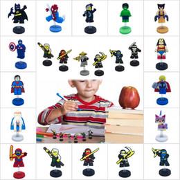 figuras de brinquedos quentes Desconto Superheros Hot Figura Dos Desenhos Animados PVC Em Pé Bonecas de Moda Casa / Decoração Do Escritório Carro Legal Acessórios Crianças Favor Brinquedo Presentes Fontes Do Partido