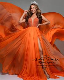 2019 vestidos de honra de chiffon laranja Sexy Laranja Barato 2020 Evening Vestidos de Baile Uma Linha Plus Size Longo Dividir Lantejoulas Frisado Africano Meninas Árabes Pageant Formal Vestidos de Festa desconto vestidos de honra de chiffon laranja