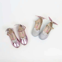Lindas sandálias on-line-Chegada nova Casual verão Calças Crianças Moda Pure Black Crianças meninas sandálias e belas curvas nas costas