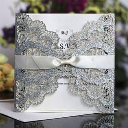 Canada Cartes d'invitation pailletées mariage engagement avec dentelle papillon laser creux oiseaux d'amour cartes de mariage bateau libre Offre
