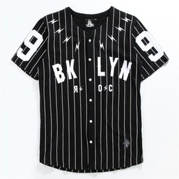 V Boyun adamın Gömlek Kısa Kollu Hırka Tshirt No. 99 Beyzbol Giyim Siyah Beyaz Çizgili T kol cheap black white striped shorts nereden siyah beyaz şeritli şort tedarikçiler