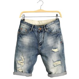 991b8f2e9b12c Hommes Longueur Au Genou Jeans Eté Denim Shorts Mâle Jeans Shorts Bermudes  Skate Board Harem Hommes Jogger Déchiré Vague Plus La Taille 28 40