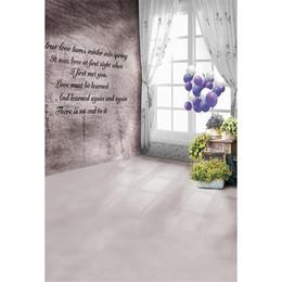 tenda viola di nozze Sconti Fondale stampato foto di sfondo della finestra della stanza interna Palloncini viola Fiori gialli Fotografia di fondali di fotografia di matrimonio romantico poesia d'amore