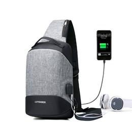 Nueva Anti robo de carga USB bolsa de pecho casual para hombres bolsa de hombro 9.7 pulgadas Crossbody viaje bolsas de mensajero auriculares Plug macho paquete desde fabricantes