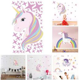 2019 fondos de pantalla de caballos Dibujos animados unicornio etiqueta de la pared mágica animales de colores caballo estrellas tatuajes de pared para niños niñas habitación diy cartel papel pintado decoración del hogar fondos de pantalla de caballos baratos
