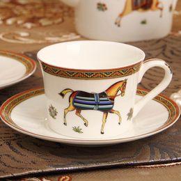 Conjunto de pires xícara de café de porcelana on-line-Copo de café de porcelana de estilo europeu conjunto de xícara de chá de porcelana Osso de café de porcelana de estilo europeu conjunto xícara de chá de cerâmico de ouro e Pires