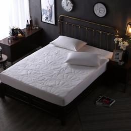 2019 ropa de cama blanca pura Pure White Fashion Stars Crown Print 3 piezas 100% algodón en forma de raya cubierta de colchón de la raya cuatro esquinas con banda elástica cama hoja rebajas ropa de cama blanca pura