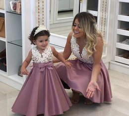 Wholesale cheap pretty wedding dresses - 2018 Princess Cheap Lovely Cute Flower Girl Dresses Satin Mother and Daughter Toddler Long Pretty Kids First Holy Communion Dress