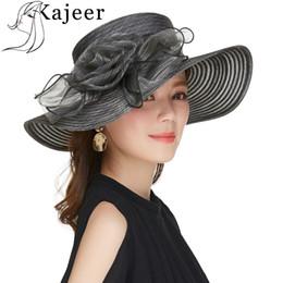 28887885fa077 Sombreros para mujeres Kajeer Ladies negro grande de ala ancha protección  UV femenino diseño de la flor sombreros de la boda Race Party Caps
