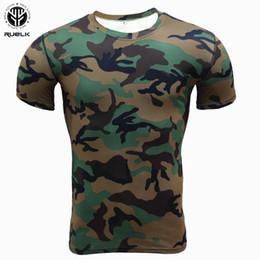 Collant verde camouflage online-RUELK 2018 Estate nuovi uomini Camouflage Fitness Abbigliamento calzamaglia Uomo asciugatura rapida Stretch Top uomo a maniche corte Shapers