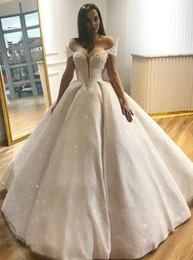 abito da sposa in raso scintillante Sconti Splendida Sparkly Luxury Abiti da sposa Ball Gown Off the Shoulder Perle che bordano paillettes scintillanti Tulle Fodera in raso Abito da sposa alla moda