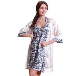 f7742948da New Sleepwear da donna Robe Creative Blue-and-White Dress Porcellane Ropa  Dormir Silk-like Pigiama Set di accappatoi sconti vestiti di seta bianca  per le ...