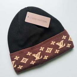 2019 chapeaux en tricot pour enfants en gros Luxe hiver marque hommes bonnet designer de mode Bonnet femmes Casual à tricoter hip hop Gorros pom-pom casquettes de tête de cheveux boule de cheveux en plein air 45787