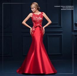 Elegentes rotes kleid online-echtes Foto Mutter Braut Dubai lange rote Spitze elegent Kleid formale Meerjungfrau Abendkleid für Hochzeitsgäste mit offenen Rücken