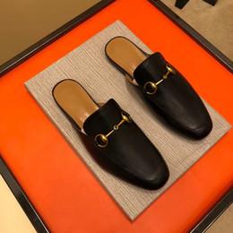 65f4b25ad5 Designer de luxo dos homens chinelos de couro Genuíno famoso superstar  fivela de metal meia arrastar sapatos de cabeça de leão bordado sapatos de  praia ...