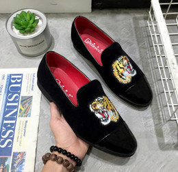 Wholesale Day White 38 - New 2018 mens fashion velvet loafers pointed toe slip on flat casual shoes Horsebit mocassins tiger embroidery black shoes size 38-43 542