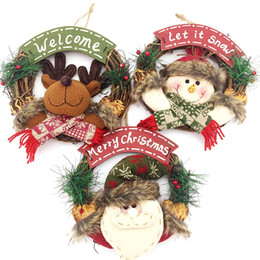 Wholesale christmas wreath wholesalers - Christmas Wreath Garland for Front Door Wall Hanging Faux Pine Holly and Country Rattan Wood Xmas Decoration