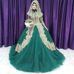 2020 velo hijab Vestidos de boda musulmanes del vestido de bola del cordón verde y del oro Vestidos de boda del alto cuello del mangas largas Longitud del piso Hijab Velo más vestidos nupciales del tamaño rebajas velo hijab
