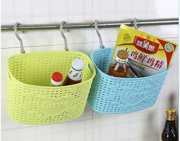 Mini-plastikkörbe online-Mehrzweck-Mini-Kunststoff-Rattankorb mit Haken Aufbewahrungskörbe für Küchen- und Badezimmerabfälle