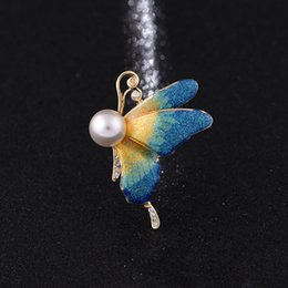 Wholesale Vintage Button Brooch - Vintage alloy drop oil brooch Europe and the United States pearl butterfly chest flower clothing cute fine ladies scarf button wholesale