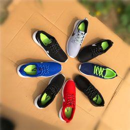 Zapatos de estilo de hombre de damas online-2018 nueva primavera y otoño Nuevos zapatos casuales de los hombres de malla transpirable Zapatillas de marcha de moda estilo plano de las señoras zapatillas zapatos planos