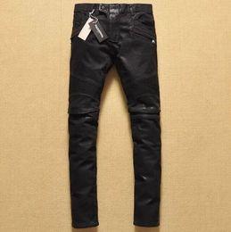 Pantalón de abrigo negro para hombres online-2019 Hot Brand men Jeans negros para hombres Recubrimiento de pliegue en la rodilla depilación locomotora pantalones vaqueros pantalones Pantalones de moto Pantalones de mezclilla ocasionales