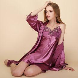 Conjunto de ropa de noche de seda de las mujeres atractivas bordado lencería satinado albornoz y Mini vestido de noche conjunto de salón de manga completa 2 piezas desde fabricantes