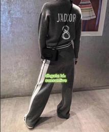 2018 DD Logo Marca de gama alta Logotipo de damas personalizado Bordado Punto 100% Lana Suéter Chaqueta Abrigo + Pantalones Pantalones Traje Conjunto 325843800 desde fabricantes